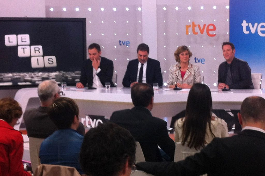 — TV: Press conference for the presentation of the TVE programme Letris, 2013. Presenter Carlos Latre.